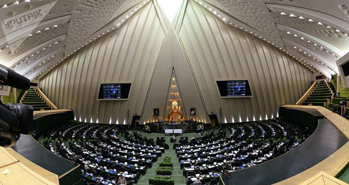 Tiroteo en Parlamento de Irán deja al menos 12 muertos