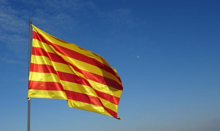 Parlamento catalán aprueba resolución que declara su independencia de España