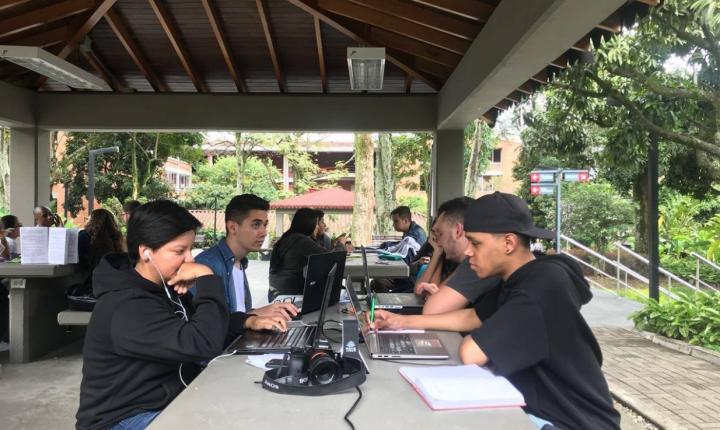 Más de 400 estudiantes de la Facultad de Comunicación participaron en la maratón 24 horas