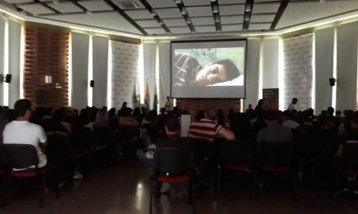 """con éxito se realizó el conversatorio e la película colombiana, """"Rodrigo D No Futuro"""""""