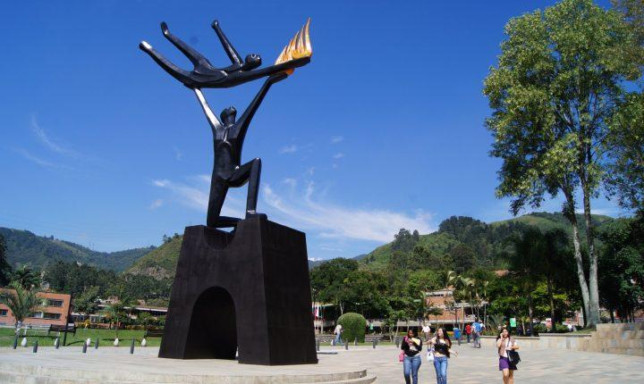 Este viernes homenaje al docente Javier Álvarez Lozano (Q.E.P.D.)