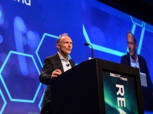 Tim Berners-Lee, durante una conferencia en el pasado Dell EMC Forum llevado a cabo en Las Vegas. Foto: Dell EMC