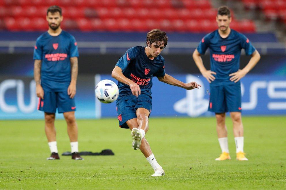 El pase de Bryan Gil pertenece a Sevilla, pero actualmente se encuentra a préstamo en Eibar (REUTERS/Bernadett Szabo)